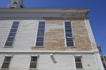 Lead paint removal on a old church siding (Babar760/BigStock)