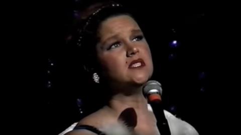 Jilline Ringle performs.