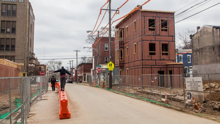 New homes being constructed around the recently imploded Sharwood homes and the old location of North Philly Peace Park. (Brad Larrison/for NewsWorks)