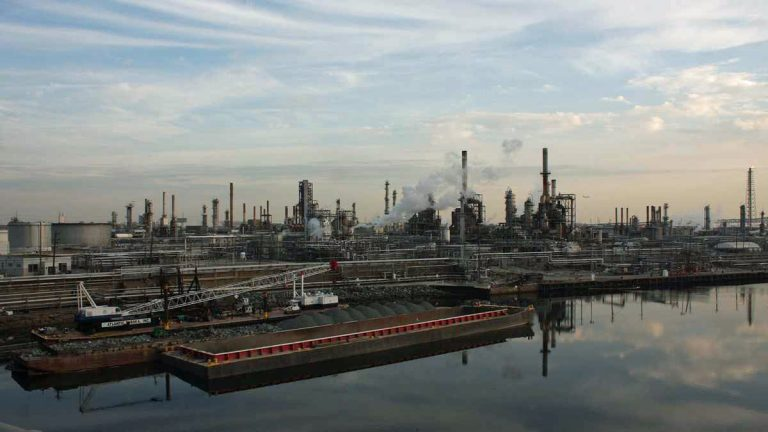 Philadelphia Energy Solutions' Point Breeze refinery along the Schuylkill River in Philadelphia. (Kellie McGinn/Philadelphia Energy Solutions)