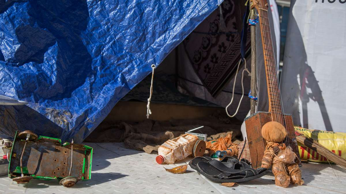 A makeshift tent contains a migrant familiy's few posessions. (Emily Cohen for NewsWorks)