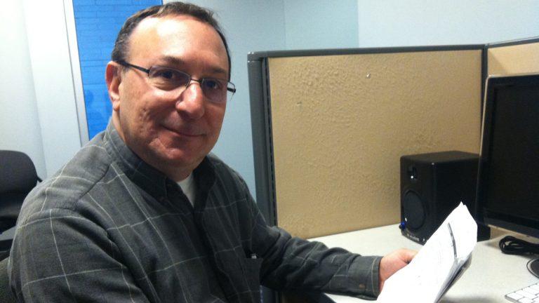 Scott Green reviews his plan options through the new health care marketplaces. (Elana Gordon/for NewsWorks)
