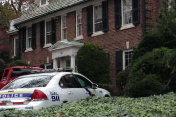 Police and animal-protection investigators arrived at the Kelly House early Thursday afternoon. (Brian Hickey/WHYY)