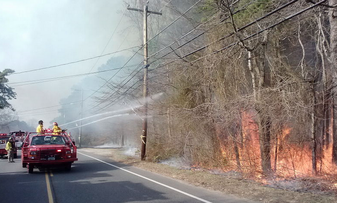 New Jersey Forest Fire Service crews battling a large brush fire in Brick on April 13, 2014. (Photo: NJFFS)