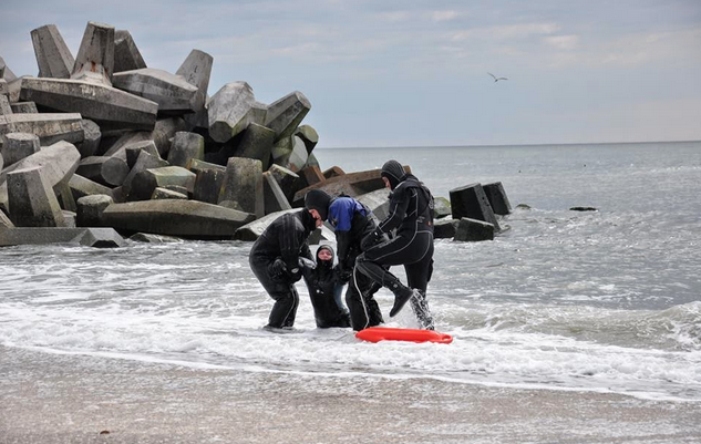 Members of the Point Pleasant First Aid and Emergency Squad Rescue Dive Team help a