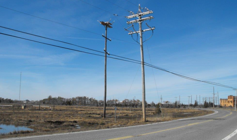 A new pole and nesting platform (left) and original nesting location on an active utility pole (right). (Photo courtesy of JCP&L)