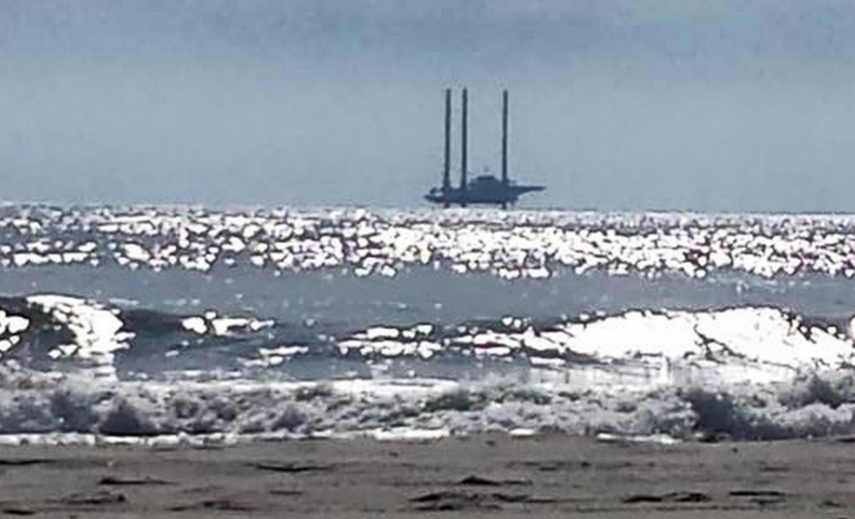 L/B Robert off Avon earlier this morning. (Photo: JSHN contributor Jesscah Williams)