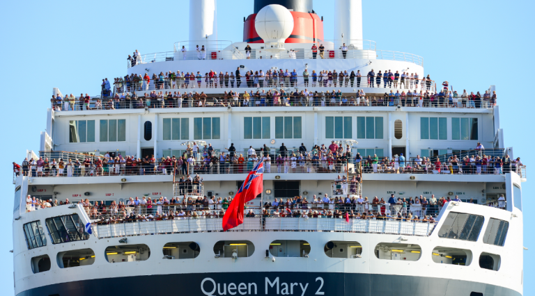 By Chris Phutully from Australia (Queen Mary 2 in Port Melbourne) [CC BY 2.0 (http://creativecommons.org/licenses/by/2.0)]