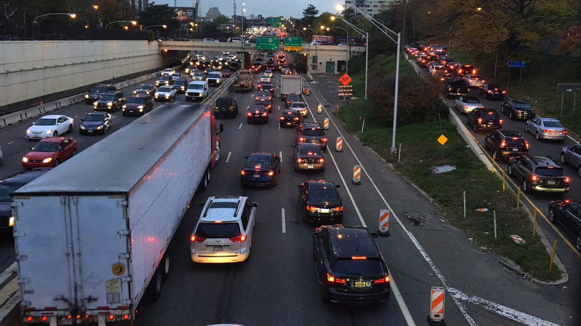 As congestion worsens in Philly, car-related emissions spike