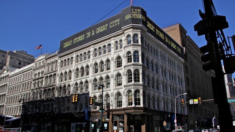 Stores beyond the Philadelphia city line advertise the state minimum. (Tom MacDonald/WHYY)