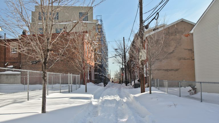 Earp Street remains unplowed as of Monday morning in South Philly. (Kimberly Paynter/WHYY)