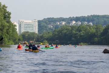 Kayakers on the Schuylkill (Jessica Kourkounis)