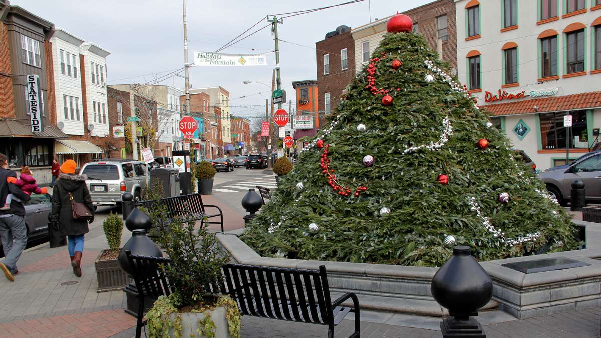 East Passyunk Avenue's 'Singing Fountain' is dressed up for Christmas — as a Christmas tree. (Emma Lee/for NewsWorks)
