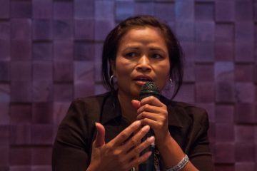 Sarorng Sorn is shown speaking at a public forum at WHYY in 2015. (Ifanyi Bell for NewsWorks)