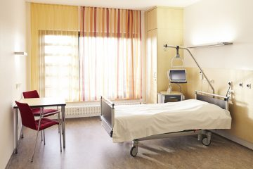 """(<a href=""""http://www.shutterstock.com/pic-191114051/stock-photo-hospital-room-in-the-hospital-with-bed-and-table.html?src=cqOn1SuEIbO4wE2t0gBumA-1-8"""">Photo</a> via ShutterStock)"""