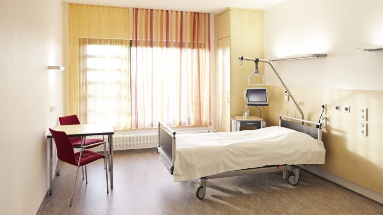 "(<a href=""http://www.shutterstock.com/pic-191114051/stock-photo-hospital-room-in-the-hospital-with-bed-and-table.html?src=cqOn1SuEIbO4wE2t0gBumA-1-8"">Photo</a> via ShutterStock)"
