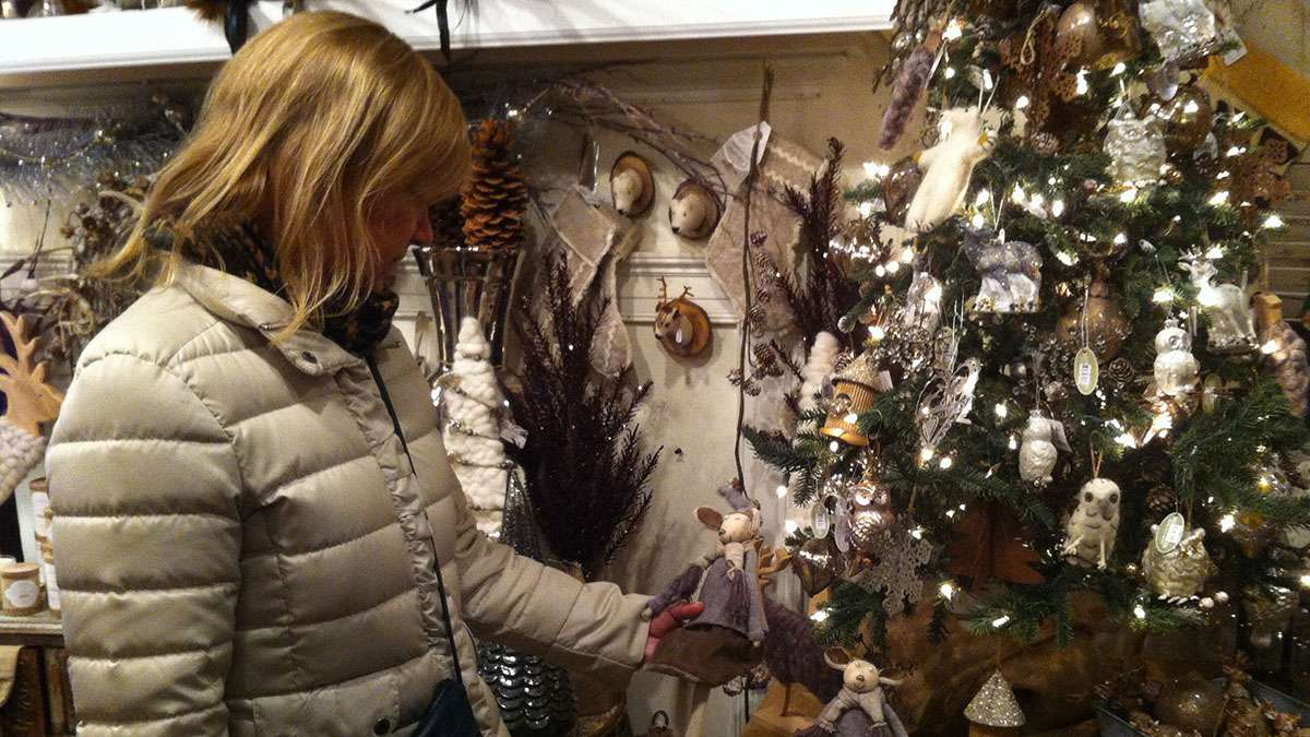 Holiday shopping in Chestnut Hill. (Emily Brooks/for NewsWorks, file)