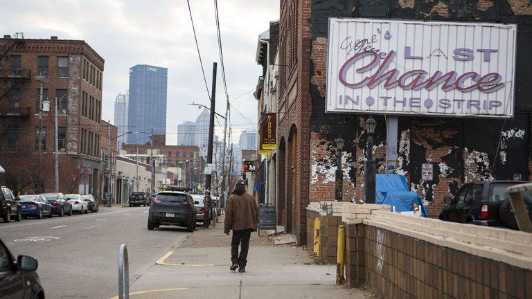 A look down Penn Avenue in Pittsburgh. (Jessica Kourkounis for Keystone Crossroads)