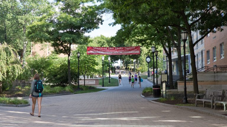 Students head to class at the University of Scranton. (Lindsay Lazarski/WHYY)