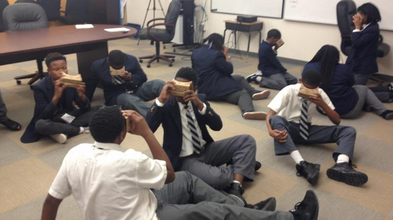 Students at West Oak Lane Charter School take virtual field trips via the Google Expeditions program. (John Corrigan/for NewsWorks)