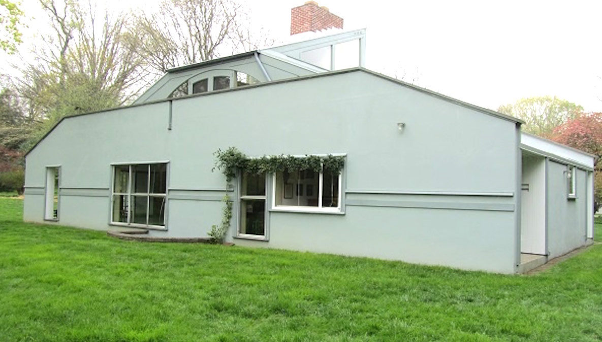 The Vanna Venturi house in Chestnut Hill. (NewsWorks file)
