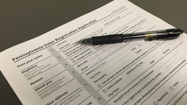Pennsylvania voter registration application (Eric Walter/WHYY)