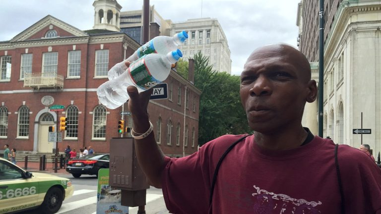 Water vendor Naazir Allah  across from Independence Hall. (Aaron Moselle/NewsWorks)