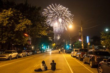 Watching the 4th of July Fireworks in the Fairmount neighborhood. (Brad Larrison/for NewsWorks)