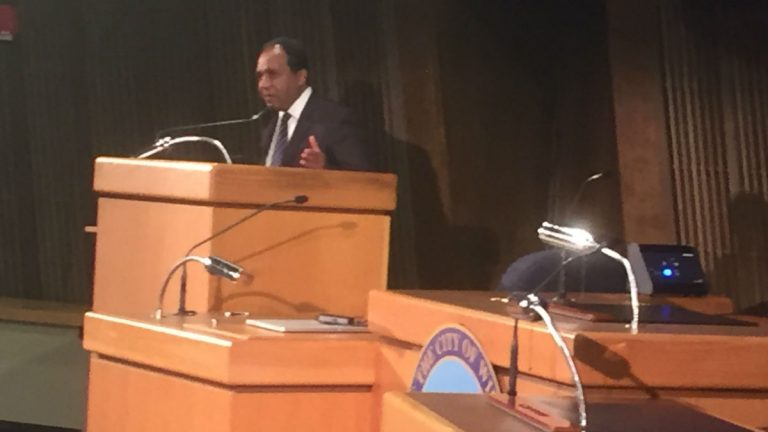 Mayor Dennis Williams delivers a minute-long farewell address in Wilmington City Council chambers. (Zoë Read/WHYY)