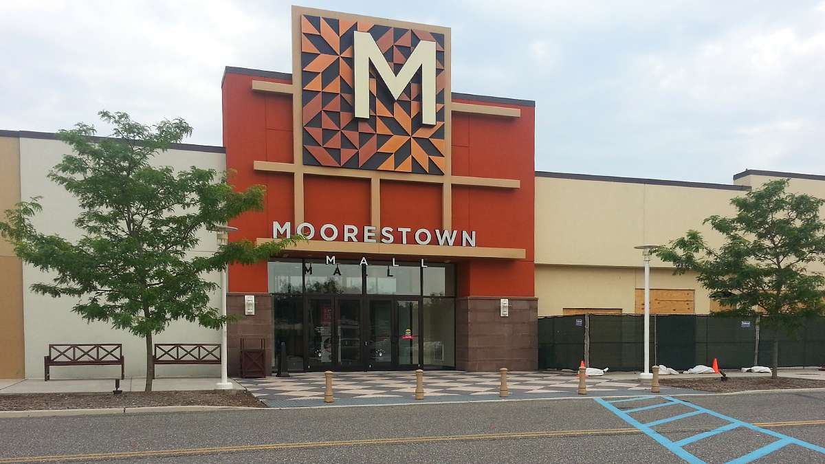 The owners of the Moorestown Mall are hoping a facelift and higher end restaurants will help attract more customers. (Alan Tu/WHYY).