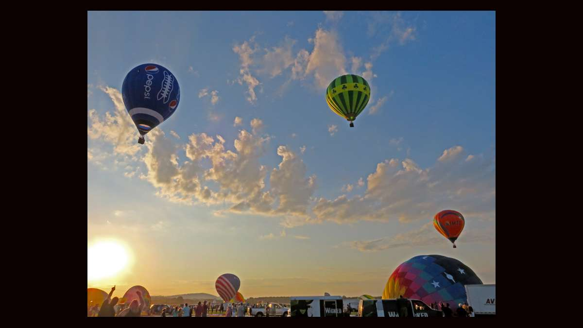 Hot air balloons at the 2015 QuickChek festival. (Lane Blackmer/for NewsWorks)