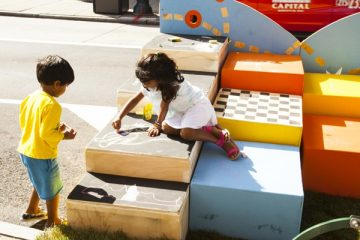 Children play on a Philadelphia parklet. (WHYY)