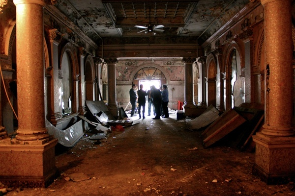 <p><p>Developer Eric Blumenfeld speaks to a small group gathered in the main lobby of the Divine Lorraine Hotel. Bluemenfeld wants to revitalize a portion of North Broad Street centered around the old hotel. (Emma Lee/for NewsWorks)</p></p>