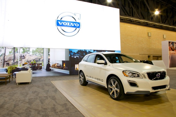 <p><p>The new Volvo XC60 crossover concept has become a plug-in hybrid SUV. With three buttons, the driver can choose 100 percent electric, 100 percent gas engine, and a mix between the two. The XC60 takes 7.5 hours to fully charge on a 110-volt outlet. (Nathaniel Hamilton/for NewsWorks)</p></p>