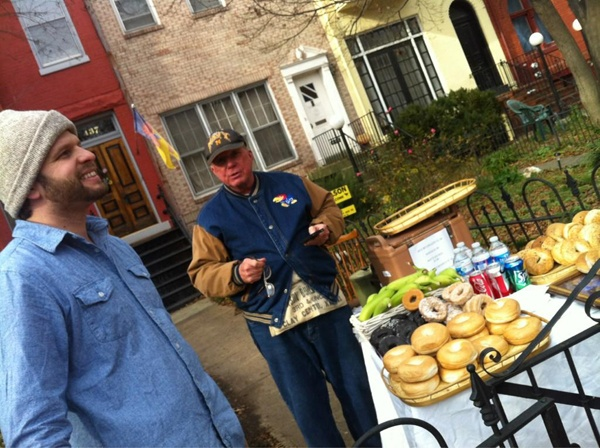 <p><p>Washington, D.C., residents Bill Greenberg and John Ericson capitalize on the inauguration crowds, but keep prices at $1. (Kimberly Paynter/WHYY)</p></p>