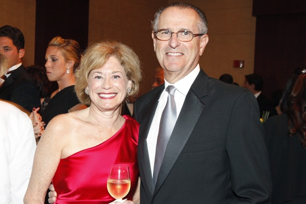 <p><p>Abramson Center Auxiliary Board member, Renee Sackey, and her husband David Rosenbach Sackey, Abramson Center trustee (Photo courtesy of Scott Weiner)</p></p>