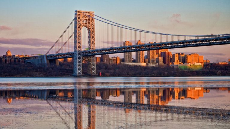 Evening Sunlight on the George Washington Bridge(SunnyDazzled / Getty)