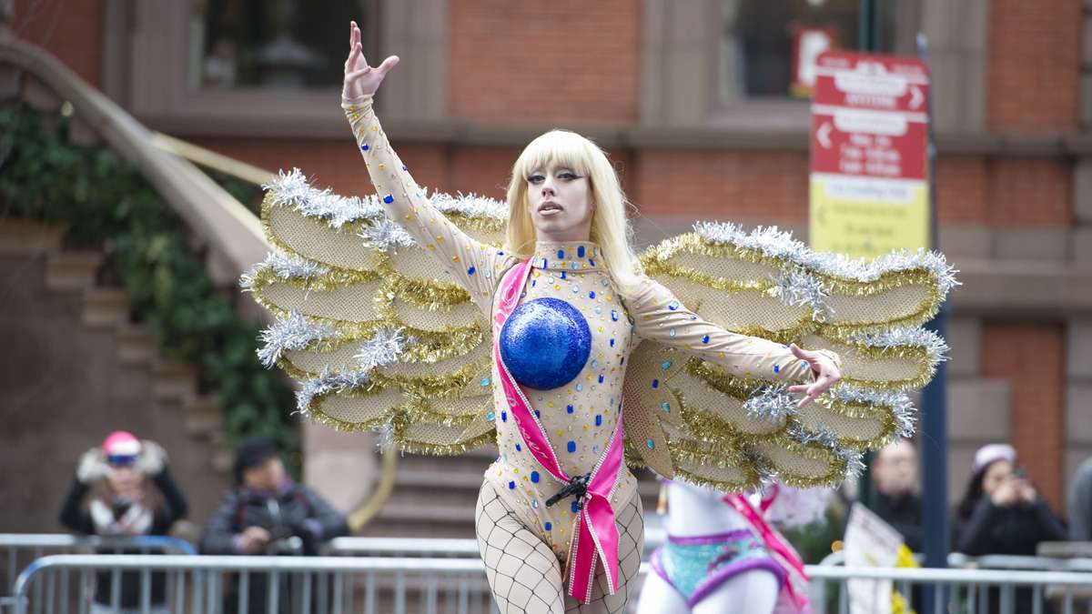 A member of the Miss Fancy Brigade performs in front of the Union League on South Broad Street. (Jonathan Wilson/for NewsWorks)