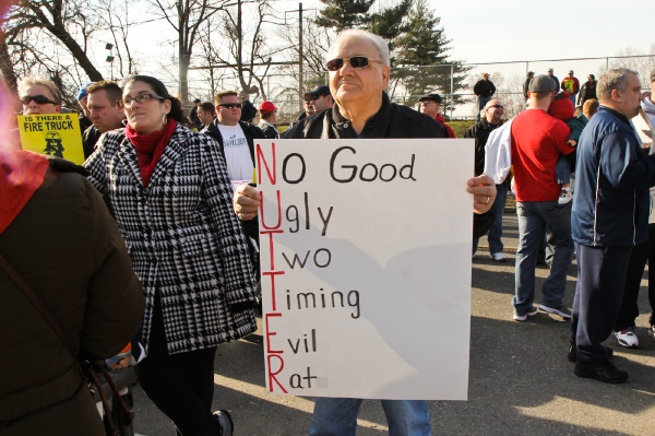 <p>Local 22 supporter Al Iavecchia showed his feeling for Mayor Nutter with this acrostic poem. (Kimberly Paynter/WHYY)</p>