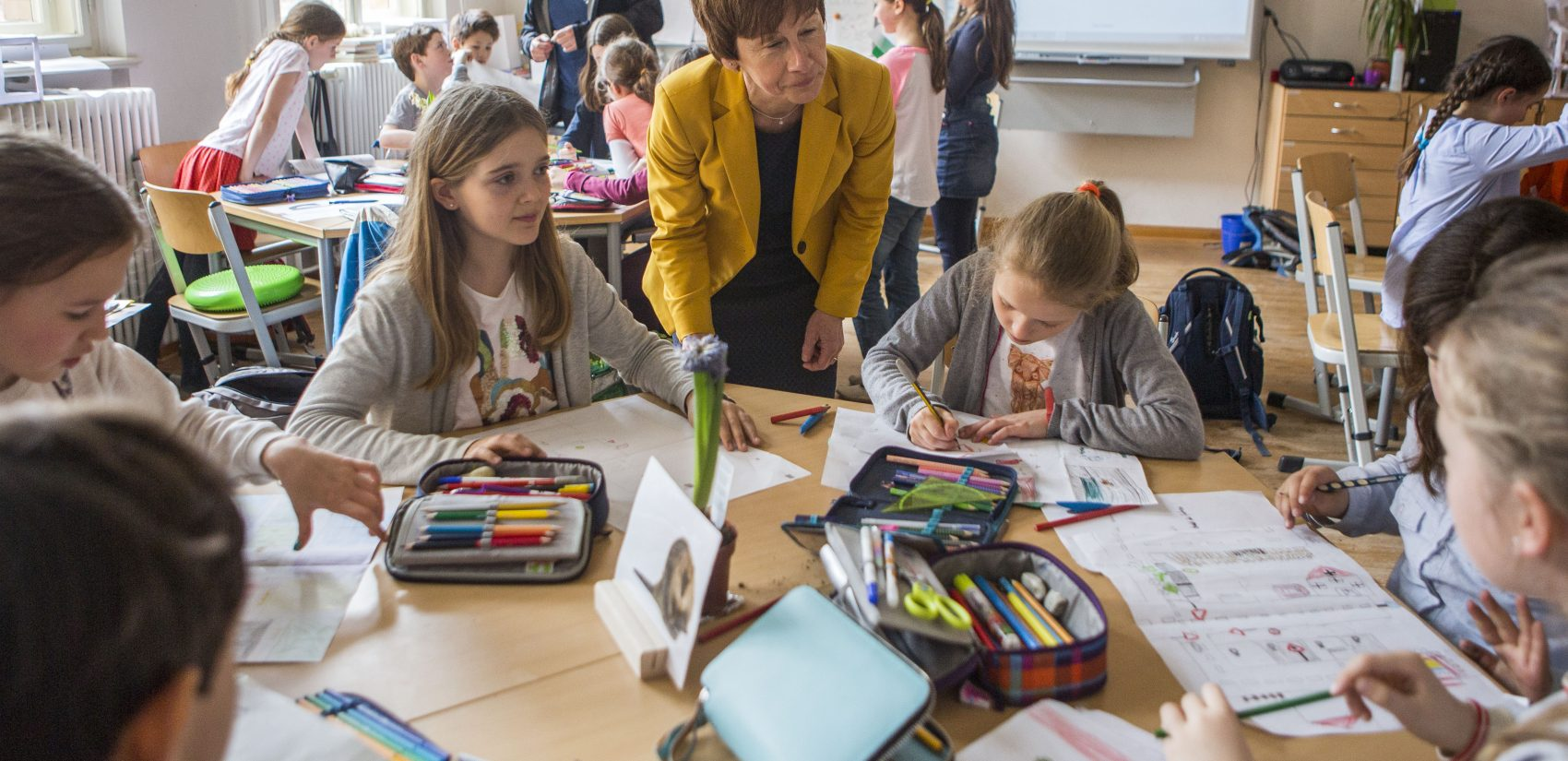 Angela Thiele (center), principal of Koppenplatz elementary, visits students in class in Berlin's wealthier side of Mitte. (Jessica Kourkounis/For Keystone Crossroads)