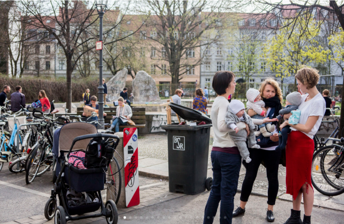 Mothers socialize with one another in a neighborhood park with their children in Old Mitte, just on the other side of the former Berlin wall from Wedding. (Jessica Kourkounis/For Keystone Crossroads)
