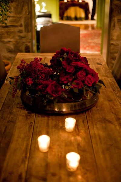 <p>A flower arrangement on a dining room table in one of the homes opened to the public Saturday for the Holiday House Tour. (Brad Larrison/For NewsWorks)</p>