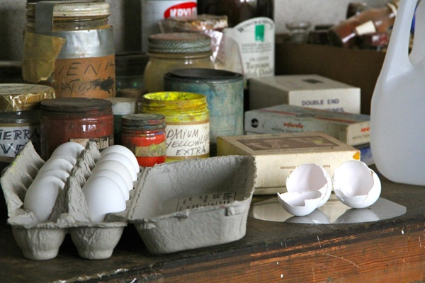 Andrew Wyeth's work table hints at freshly mixed egg tempera paints. (Emma Lee/for NewsWorks)