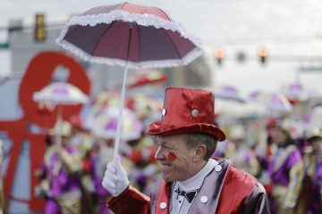 Mummers strut ahead of the annual New Year's Day parade, Wednesday, Jan. 1, 2014, in Philadelphia. (AP Photo/Matt Rourke)