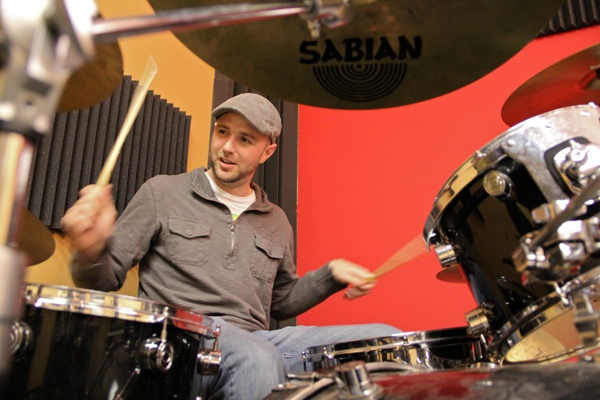<p>Jerry Grantland plays the drums during a rehearsal at the School of Rock in Cherry Hill. (Emma Lee/for NewsWorks)</p>