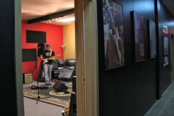 <p>Brian McNally prepares for a rehearsal at the School of Rock in Cherry Hill. (Emma Lee/for NewsWorks)</p>