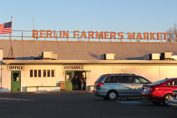 <p><p>Shoppers have visited the Berlin Farmers Market on Clementon Road in Berlin, N.J., since 1940. (Elisabeth Perez-Luna/WHYY)</p></p>