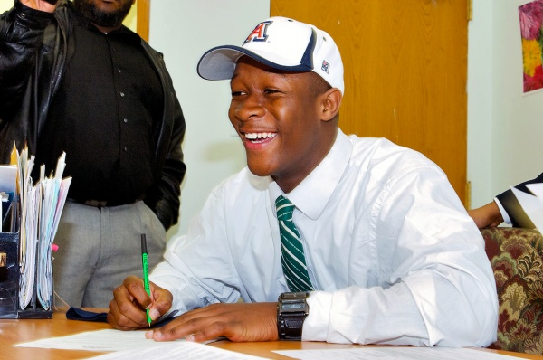 Standout cornerback Will Parks signs his letter of intent to attend the University of Arizona and play football for the Wildcats. (Bas Slabbers/for NewsWorks)