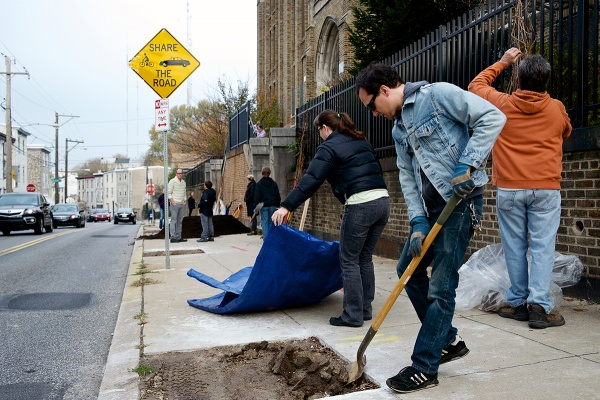 <p><p>The Roxborough-Manayunk-Wissahickon Tree Tenders plant trees along Umbria Street with students from James Dobson Elementary (Bas Slabbers/for NewsWorks).</p></p>
