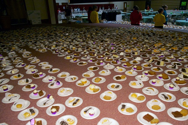 <p><p>Plates with desserts are placed on the stage before being handed out. (Bas Slabbers/for NewsWorks)</p></p>